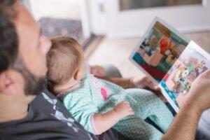 Vader met kind - Picsea via Unsplash