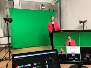 Annemarie Drahmann tijdens de opnamen van de colleges - Universiteit Leiden