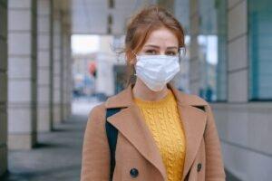 vrouw met mondkapje - Anna Shvets via Pexels