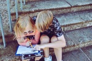 Twee kinderen - Rachel via Unsplash