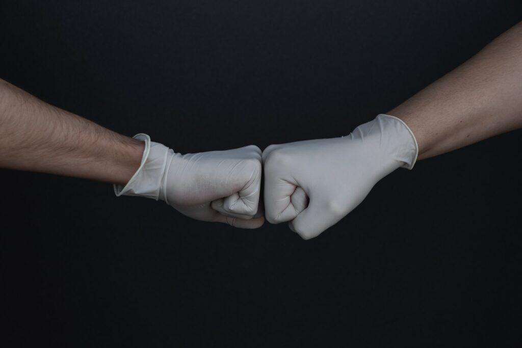 Latex handschoenen - Branimir Balogović via Unsplash