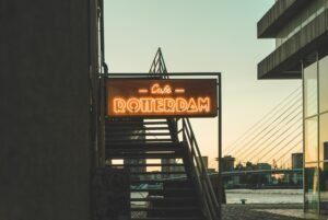 Rotterdams café - Carlos Zinato via Unsplash