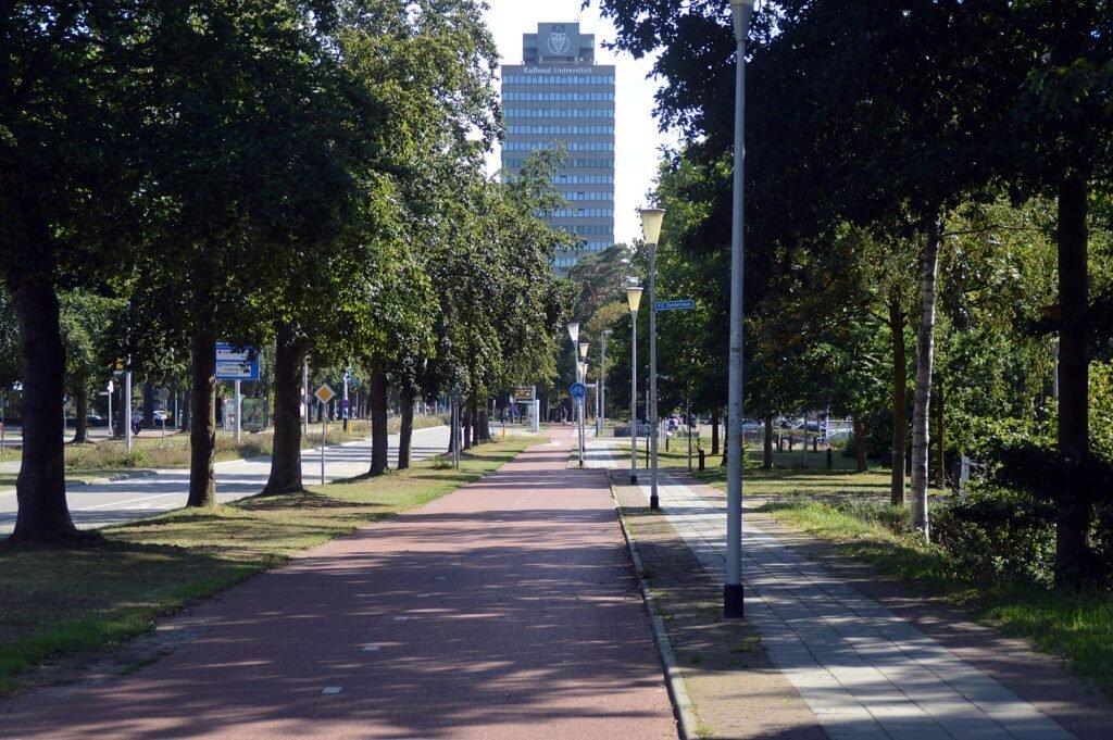 Erasmusgebouw - Roger Veringmeier (via Wikimedia, CC BY 3.0)